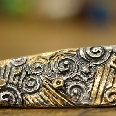 Detail in Silber mit Feingold