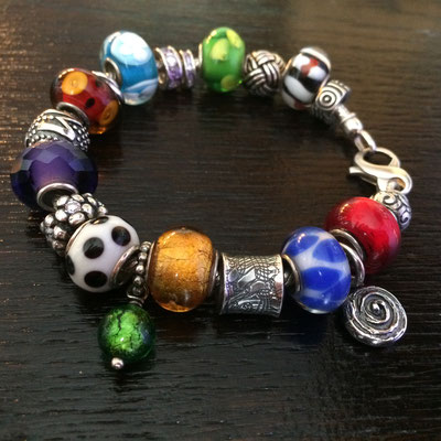 Armband aus Silber mit Glas Beads