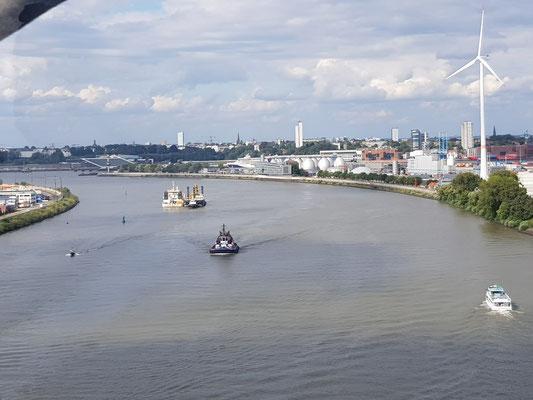 Blick von der Köhlbrandbrücke.