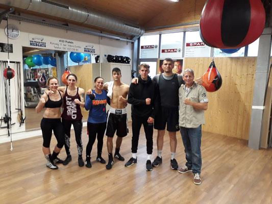 Box-Ring Zürichsee auf ein Sparring beim Arnold Boxfit zu Gast