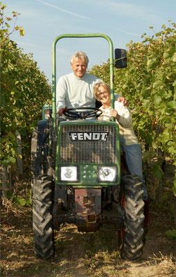 Hans und Helga im Weingarten ...