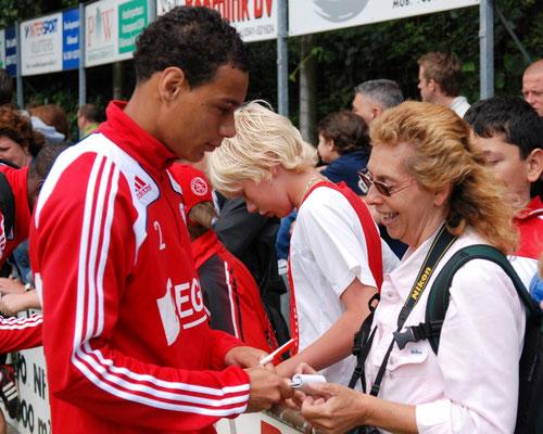 Op de foto met Gregory van der Wiel