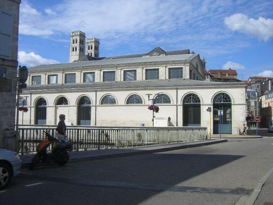 Die Markthalle - im Hintergrund die Türme der Kathedrale