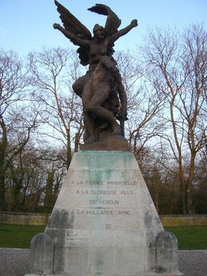 Rodin - Statue ein Geschenk der Niederlande an die Stadt