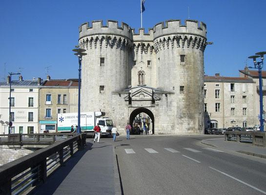 Porte Chaussee - ebenfalls ein Tor der ehemaligen Stadtmauer, 1380 errichtet