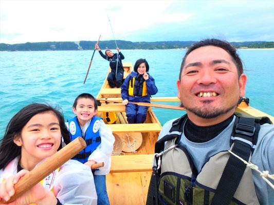 沖縄の美ら海をサバニで