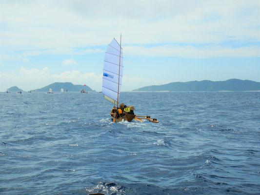 サバニ島風、36キロを渡ります