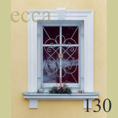 ecca Bild 130: Fassadendekor mit Schlussstein, Sohlbank mit Konsolen