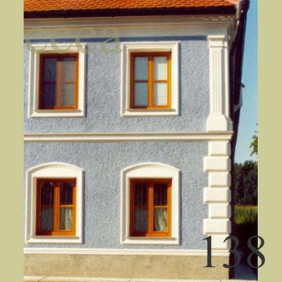 ecca Bild 138: Unterschiedliche Fensterausbildung im EG und OG