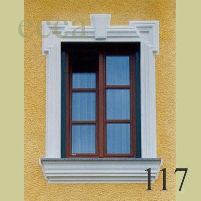ecca Bild 117: Fassadendekor mit Ohrenausbildung, Schlussstein und Sohlbank