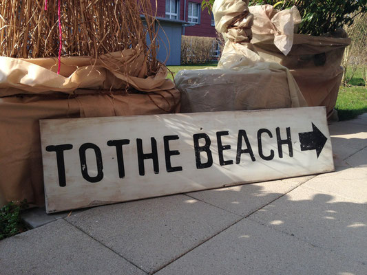 To the Beach, Vintage Sign