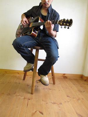 ギター演奏用椅子 ギタリスト練習チェア ギタリストの椅子 ギター椅子 木製ギター椅子 サドル型 三本足 WOODSKETCH WoodSketch