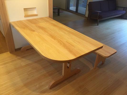 角を丸くしたテーブル 岐阜県 加茂郡 川辺町 家具工房ウッドスケッチ ウッドスケッチ woodsketch