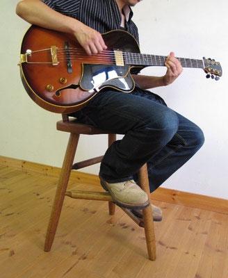 ギター演奏用椅子・ギタリスト練習チェア