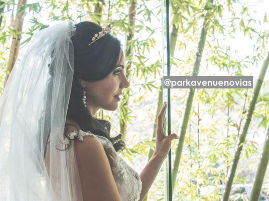 Peinado para boda en jardín semirecogido