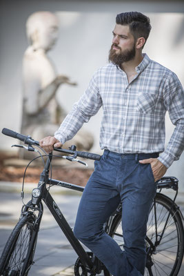 Chino pharaoblau aus 100 % Biobaumwolle - Jürgen Brand - Fair Fashion - Manufactured in Austria