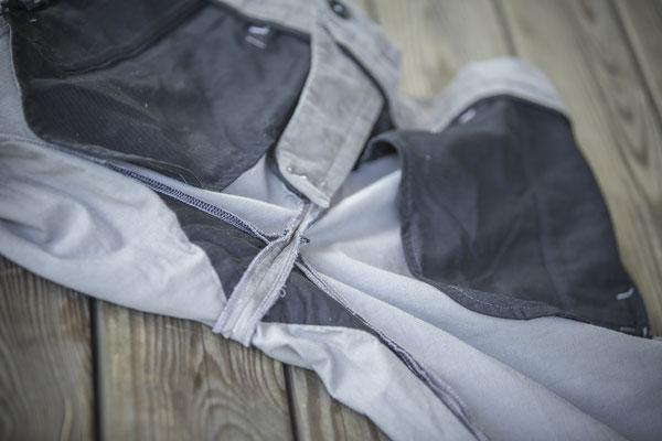 Chino sandgrau aus 100 % Biobaumwolle - Jürgen Brand - Fair Fashion - Manufactured in Austria