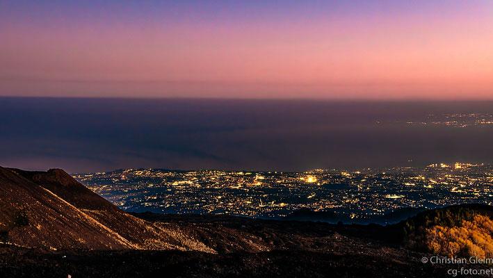 Blick auf Catania nach Sonnenuntergang