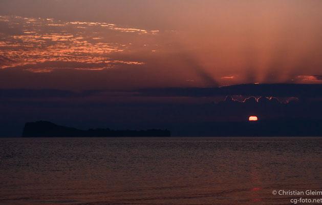 ZweiteStation auf der Anreise am Strand des Lago di Bolsena kurz nach Sonnenaufgang