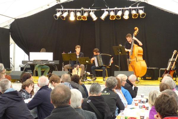 An den einheimischen Tönen am Alpentöne Festival Altdorf. 16. August 2015