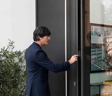Aluminium Haustüre mit Fingerscan zwischen Aachen und Köln kaufen