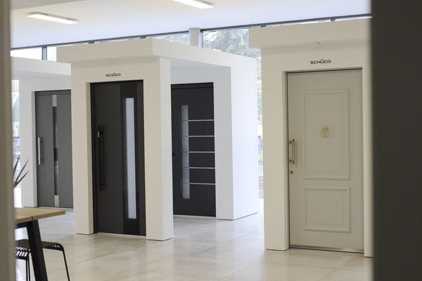Große Schüco Aluminium Haustüren Ausstellung bei Köln