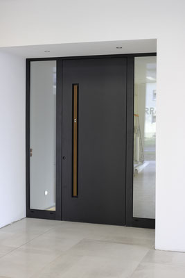 Große Schüco Aluminium Türen Ausstellung bei Düsseldof