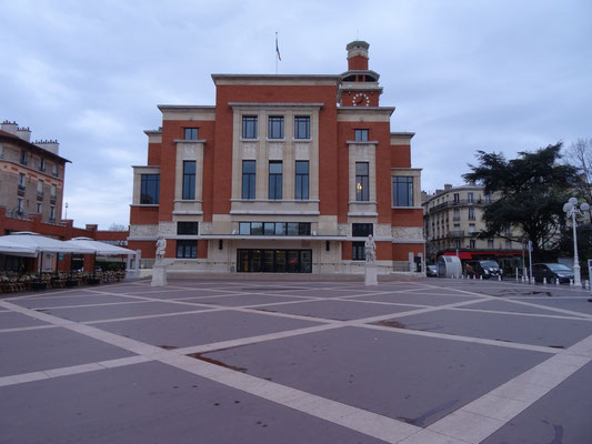 Le Beffroi, Montrouge. Samedi à 8h du matin...