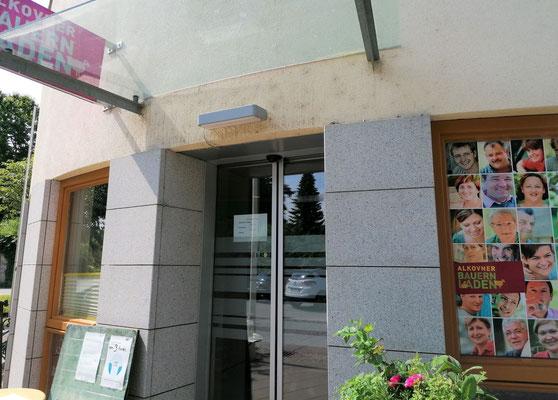 Hier ist der Eingang zum Bauernladen.