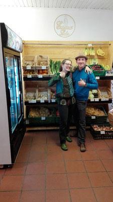 Das neue, selbstgebaute Gemüseregal im Laden