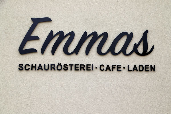 Unser neues Firmenschild. Emmas Schaurösterei*Laden*Cafe