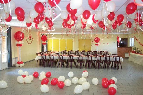 Collones en ballons avec boa et plafond d'hélium
