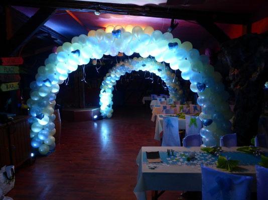 Arche de bathème en ballons nacrés