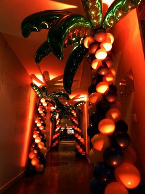 Allée de palmier en ballons Forges Hôtel