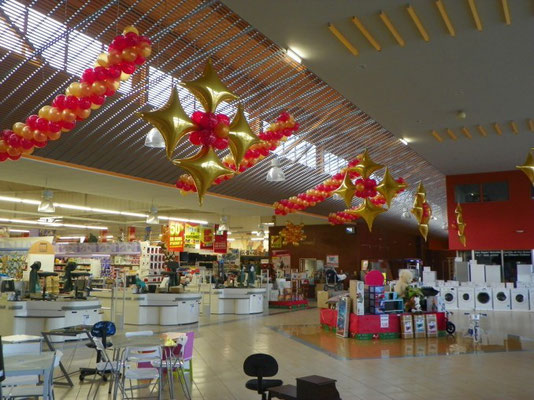 Décoration de ballons Noël hall SUPER U