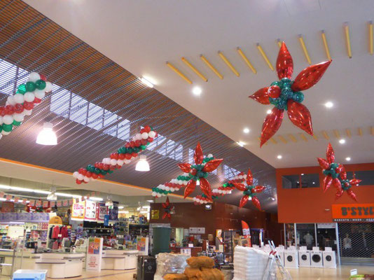 Décoration de ballons Noël Super U Ferrière en Bray