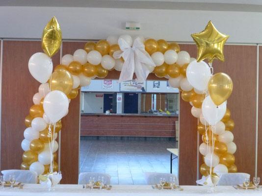 Arche en ballons or et blanc