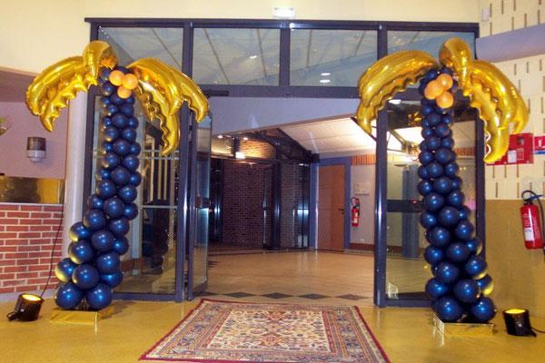 Palmier en ballons bleu nuit et or