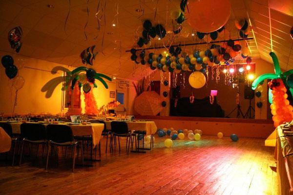 Décoration de ballons tropicale