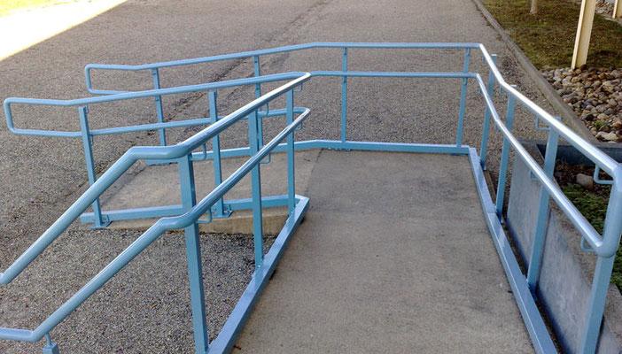 rampe accès en métal