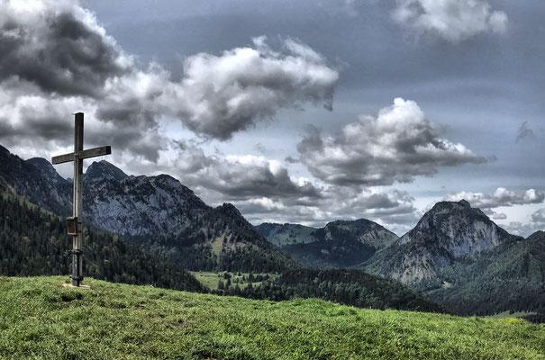 Mitterberg Gipfel und im Hintergrund Wendelstein und Breitenstein