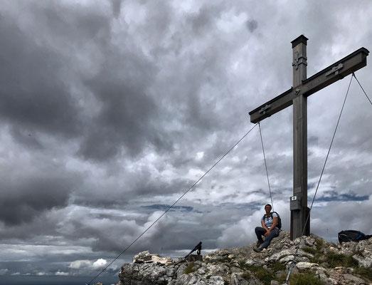 Am Gipfelkreuz der Hochsalwand