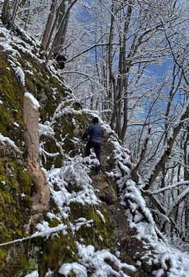 Kurze seilversicherte Stelle zum Gipfelkreuz des Petersbergs (Kleiner Madron)