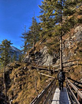 Steig am Mühlbach-Wasserfall