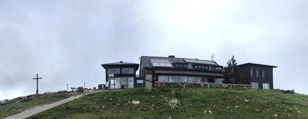 Hochrieshütte und Hochries Gipfelkreuz