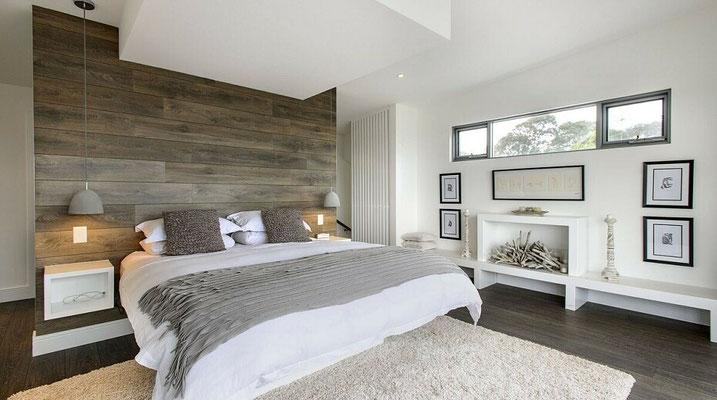 Meer opbergruimte in je slaapkamer door een voorzetwand met laminaat.