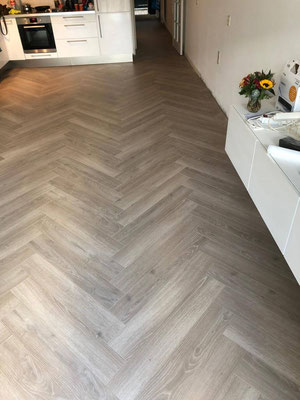 Veranderende lichtval op laminaat vloer