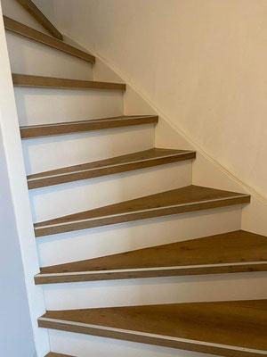 Voorbeeld dichte trap met laminaat