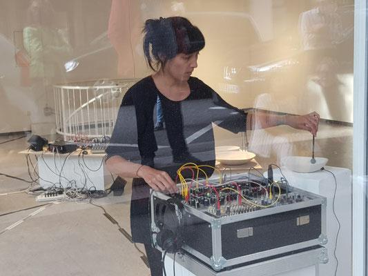 Annie-Aries, TransitionI-III, Audiovisuelle Installation, Live-Set zur Vernissage, GEDOK-Galerie; Foto: AML