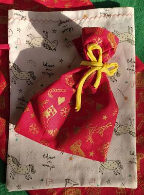 Pochette cadeau - 1€ la petite, 1,5€ la moyenne et 2€ la grande